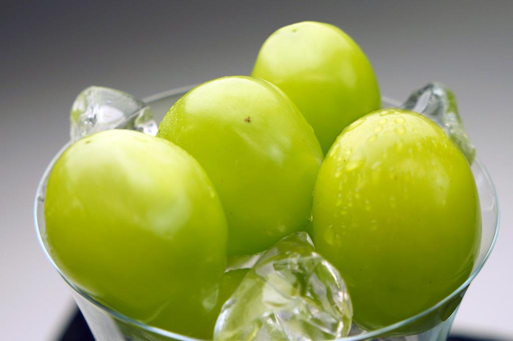 甘く爽やか、上品な食味。山梨生まれの美しい葡萄「ジュエルマスカット」